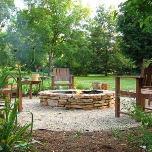 5 Ways to Use Cinder Blocks in the Garden