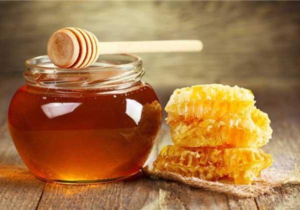 姜汁蜂蜜水的好处、吃法与禁忌,晚间是绝对不可以饮用的。